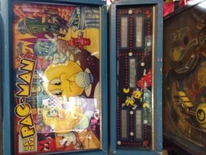 Mr-and-Mrs-PAC-Man-pinball-machine-backglass