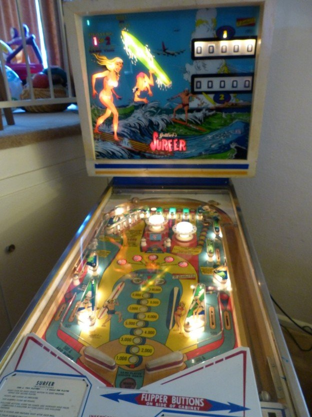 Surfer backglass and playfield.
