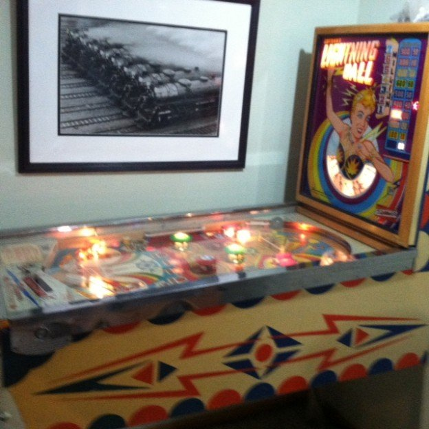side lightup lightning ball pinball machine