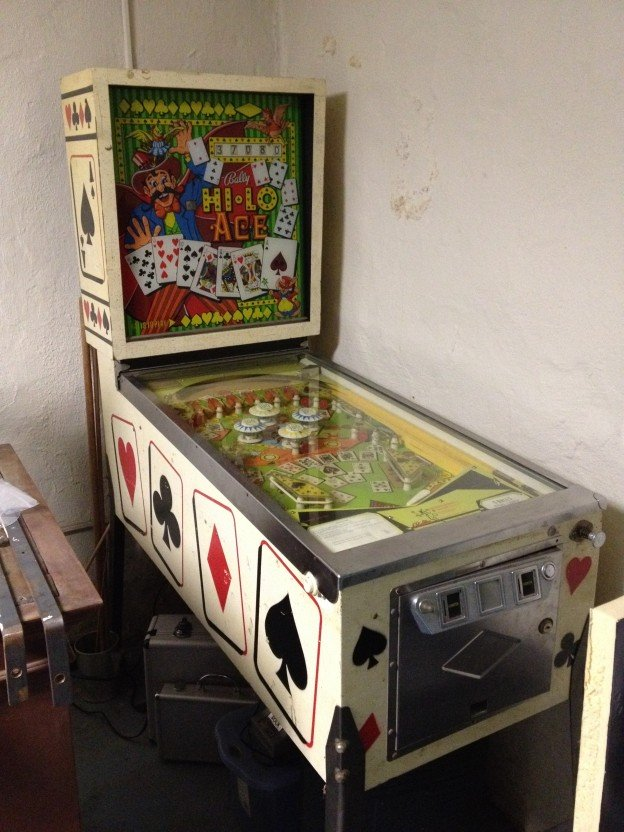 full game of Bally Hi-Lo Aces pinball machine