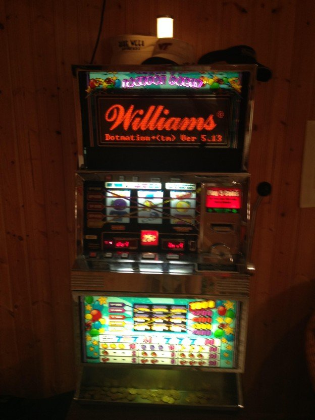 Front of Jackpot Party slot machine for sale in Maryland